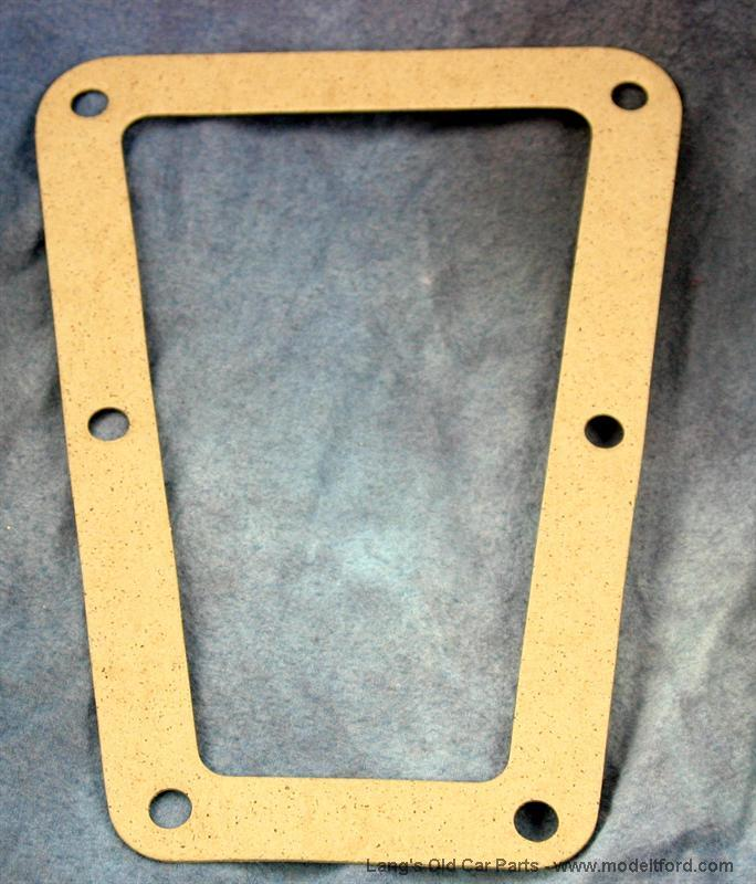 Transmission oil screen with door gaskets